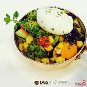 Estufado de Grão com Legumes e Ovos