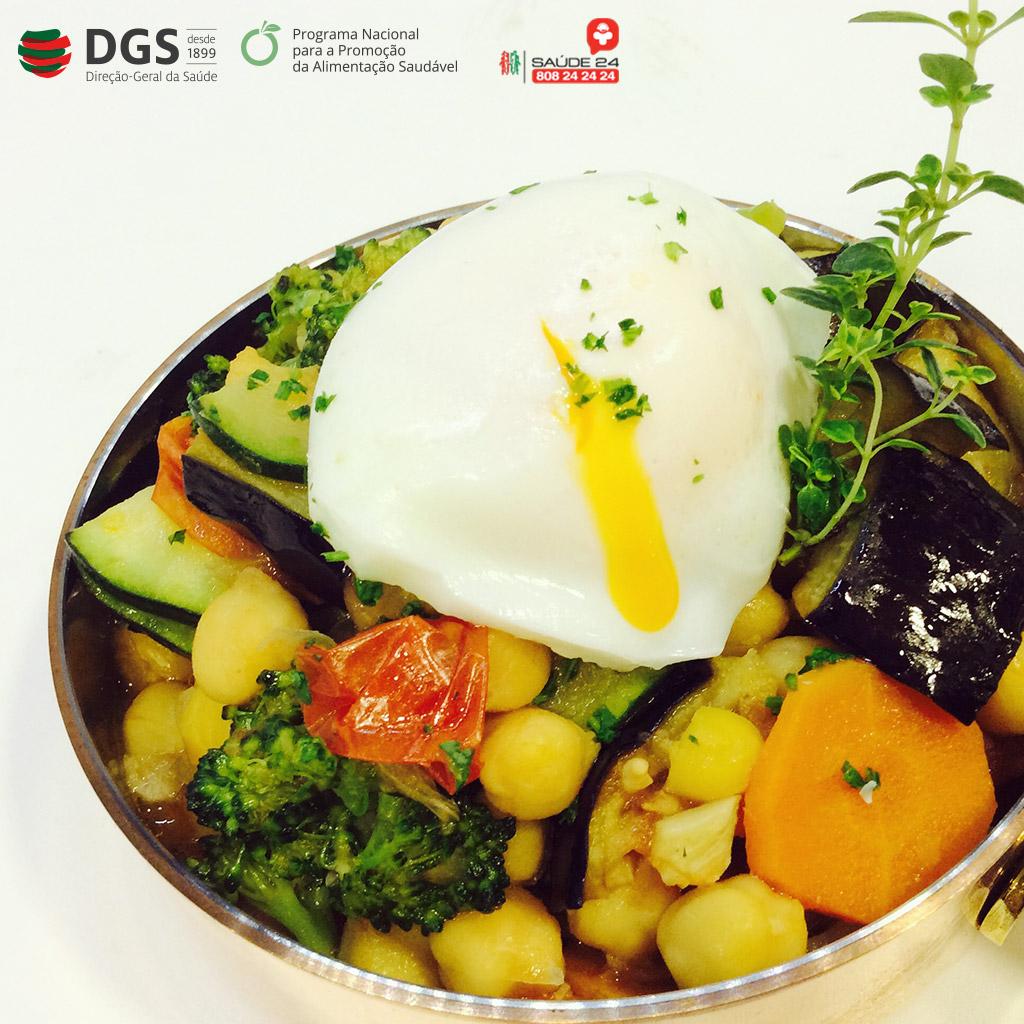 Estufado de Grão com Legumes e Ovo